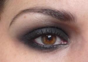 maquillaje-ojos-ahumados-negro