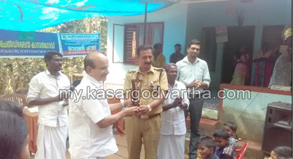 News, Kerala, Kasargod, Nileshwaram, Felicitation, Felicitation for Vellarikkundu police sub inspector E.V Rajendhran.