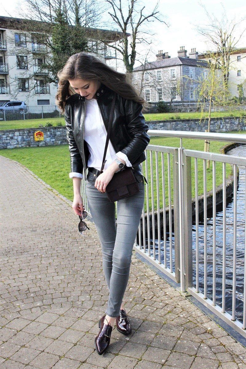 grey skinny jeans and white shirt