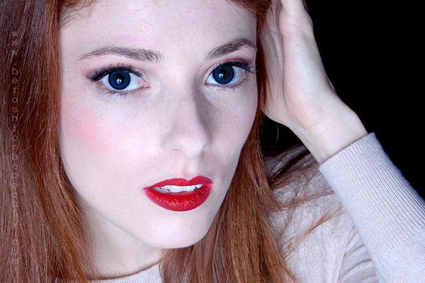 Tutorial de maquillaje paso a paso en tono coral.