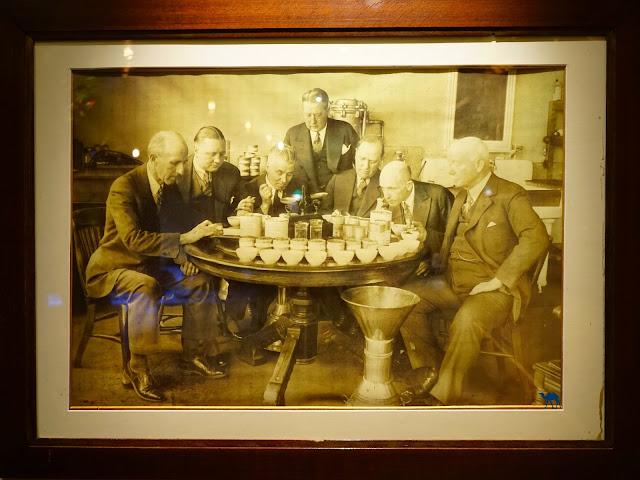 Le Chameau Bleu - Décor du salon de thé  Mariage Freres Paris France