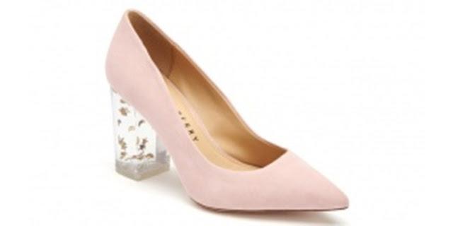 Sepatu bernama Hillary berjenis pump, klasik dengan tumit transparan dan berhiaskan bintang dan bulan