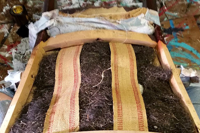 upcycling an old chair with horsehair filling