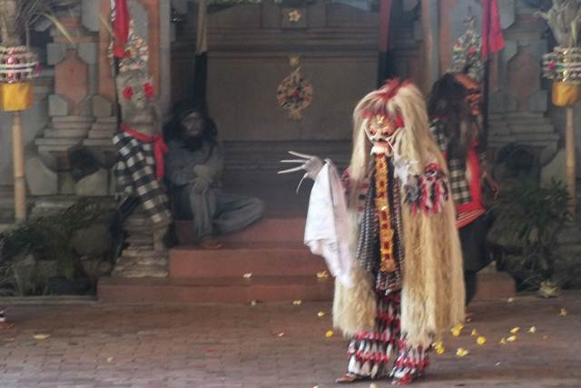 Rangda , Si Ratu Leak Pemakan Anak Kecil dan Pemimpin Pasukan Nenek Sihir