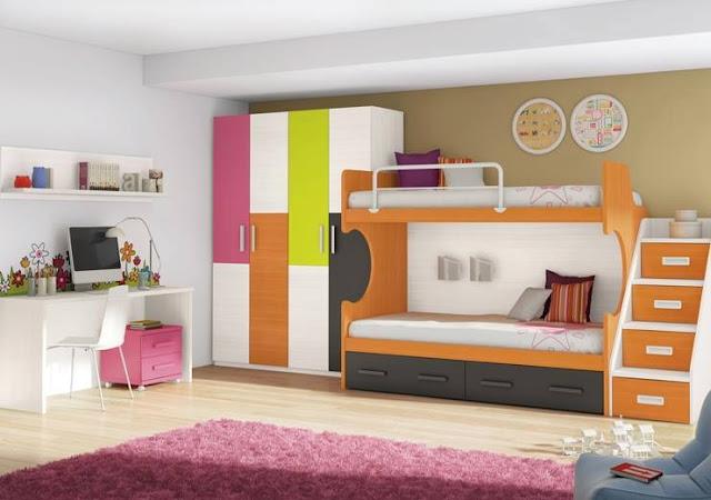 Chambre d'enfants avec deux lits superposés blancs