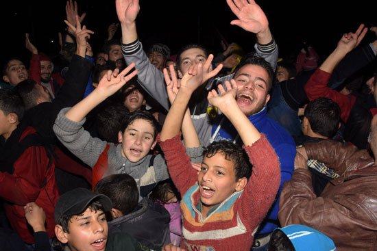 المواطنون يحتفلون بدخول الجيش السورى إلى شرق حلب