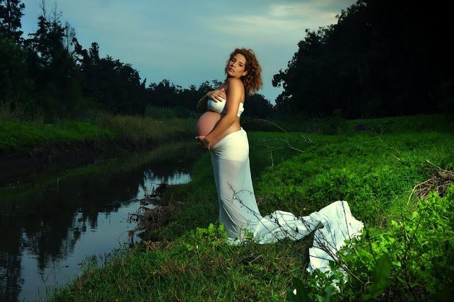יניב שמן צלם הריון,  צילום הריון בטבע בחוץ בים, צילום הריון מתחת למים הריון במרכז, צילומי הריון, צילומי הריון בטבע