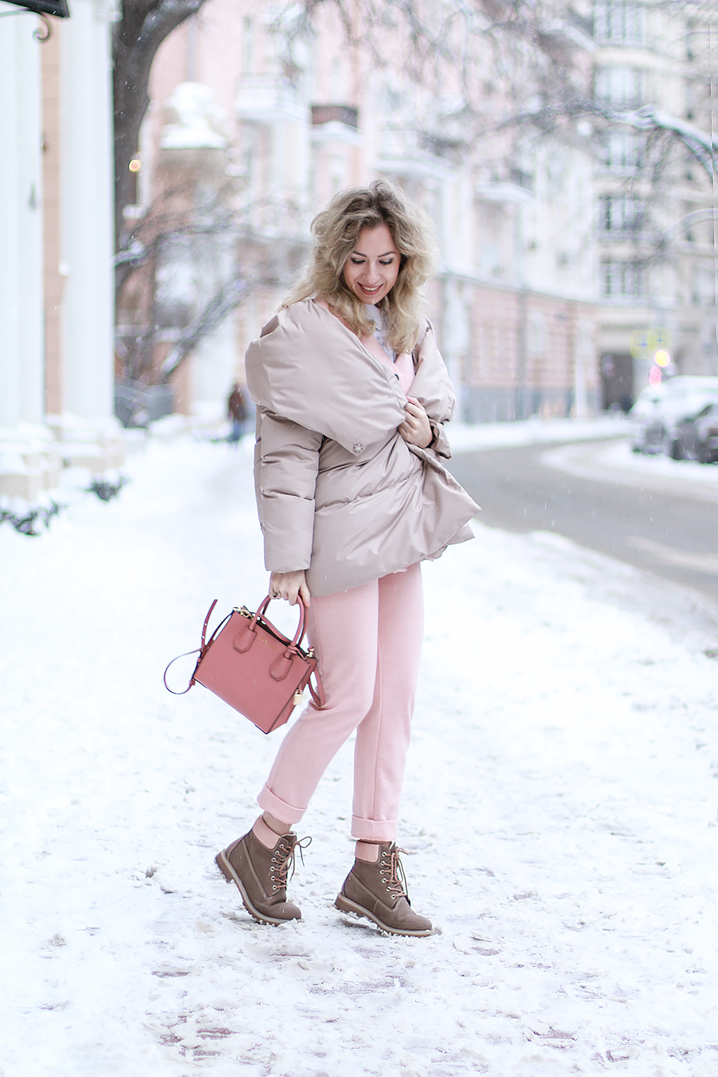 Margarita_Maslova_Ritalifestyle_Fashion_blogger_Moscow_Romantic_style_sport_chic_Pastel_looks_puffy_jacket