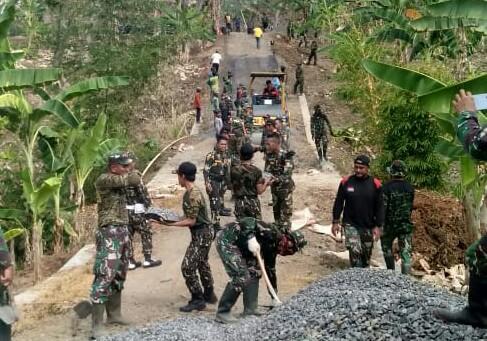 TMMD di Batang, TNI Bangun Jalan di Desa Durenombo, Harapan Masyarakat Terwujud
