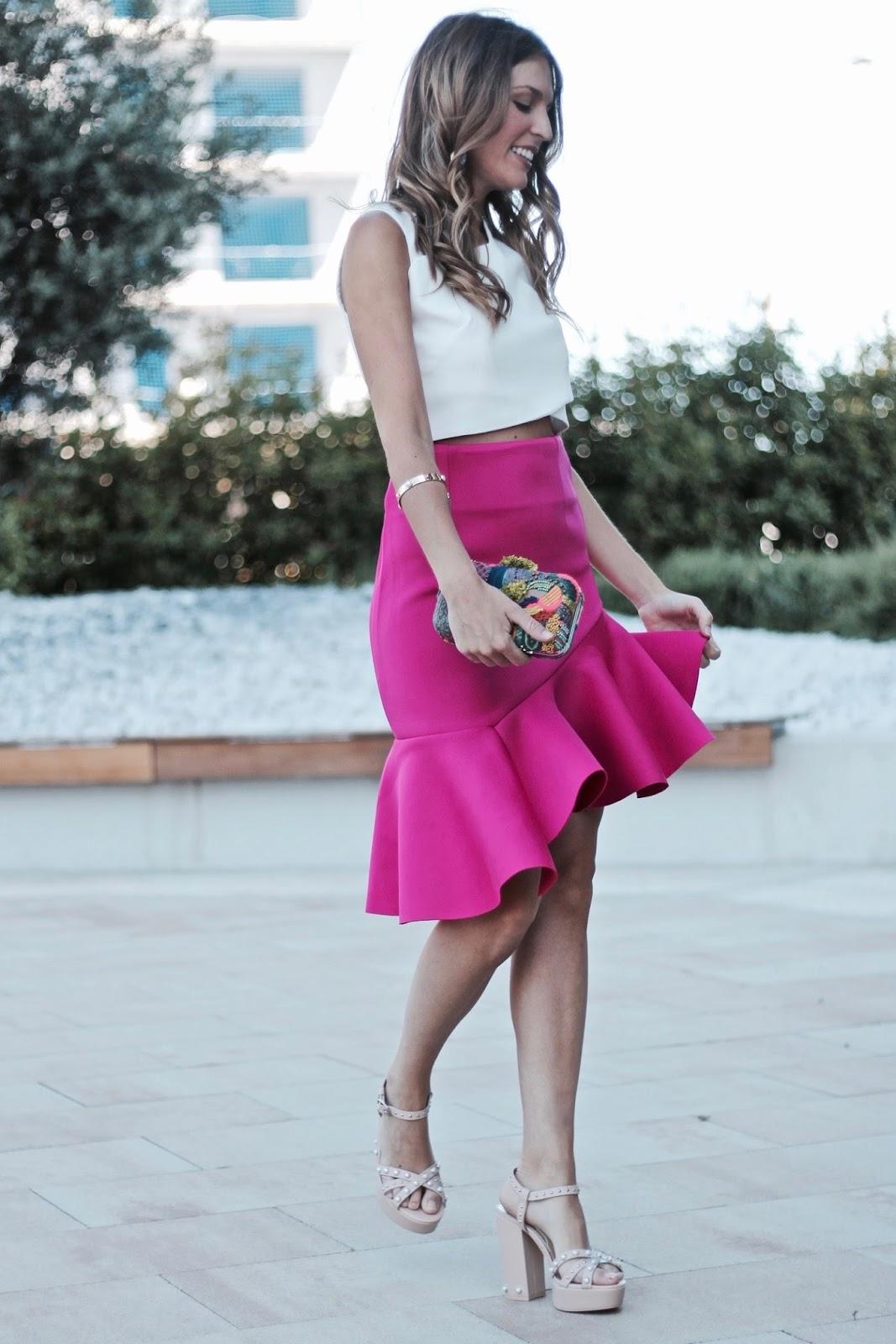 como combinar falda rosa