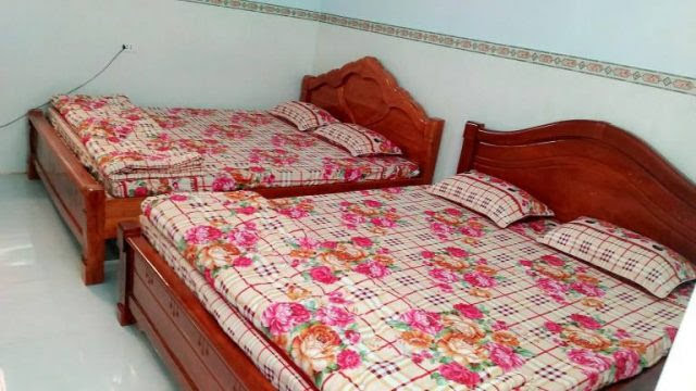 Phòng ngủ có tiện nghi máy lạnh, quạt, wifi, … để bạn được nghỉ ngơi thoải mái nhất