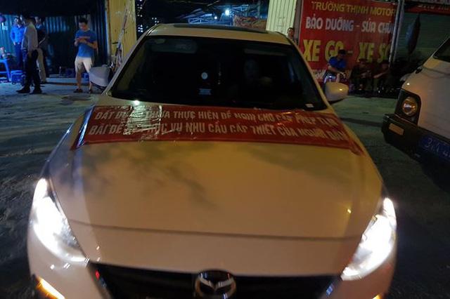 Cư dân phản đối đóng cửa bãi đỗ xe ở Linh Đàm