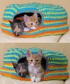 http://www.tejiendoperu.com/crochet/cama-para-gatos-o-cat-bed/