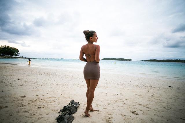 Last day in paradise / Nude dress - Czytaj więcej