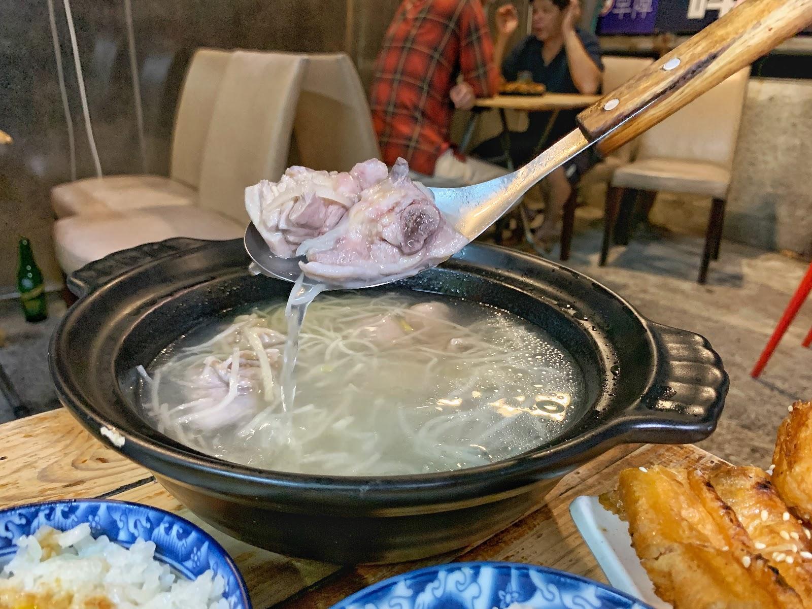 台南東區美食【府城騷烤家】筍絲雞