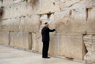 Pence visits Western Wall
