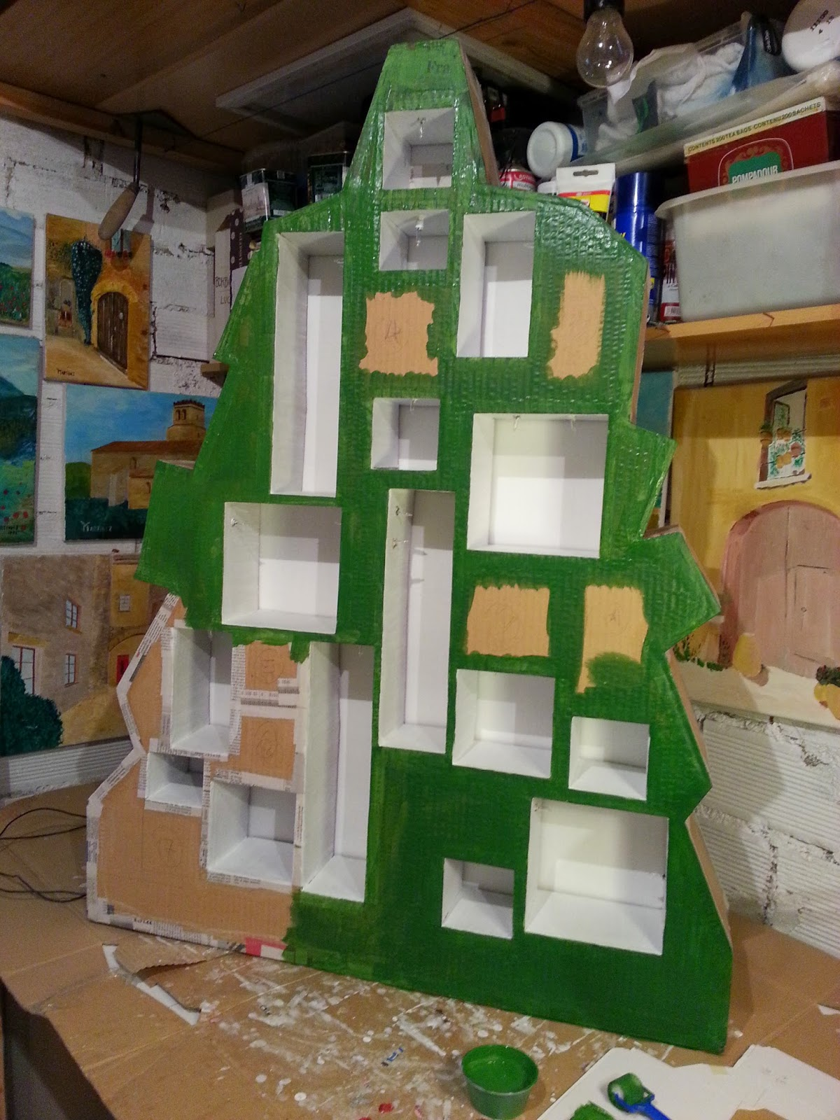 DIY Árbol de adviento para escaparate de navidad