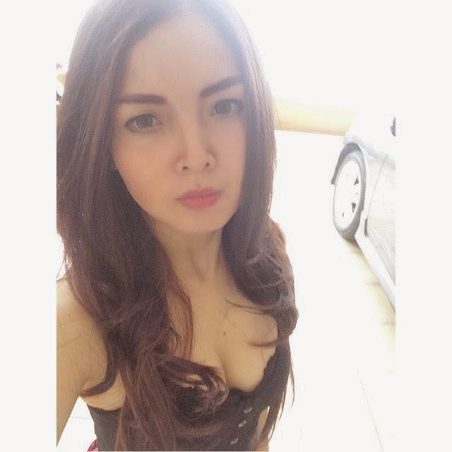 Atria Loni Selfie Seksi Terbaru