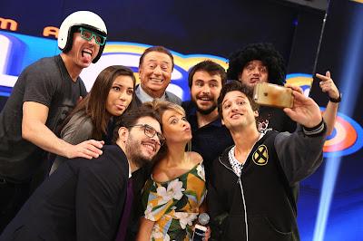 Pausa para o selfie nos bastidores da atração (Crédito: Rodrigo Belentani)