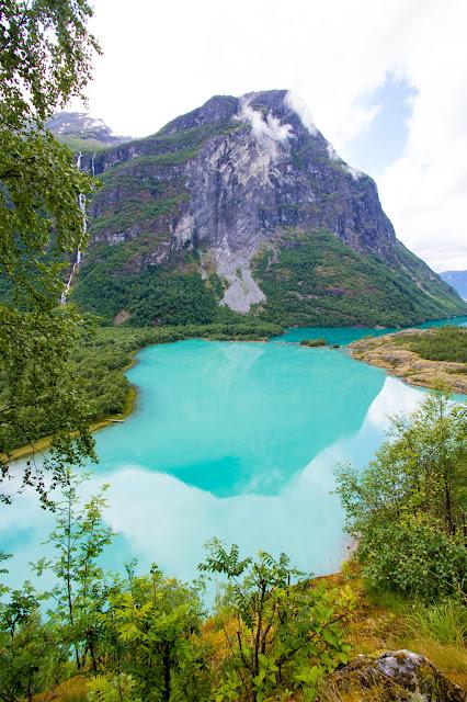 Loen (lovatnet), strada verso il ghiacciaio Kjenndalsbreen