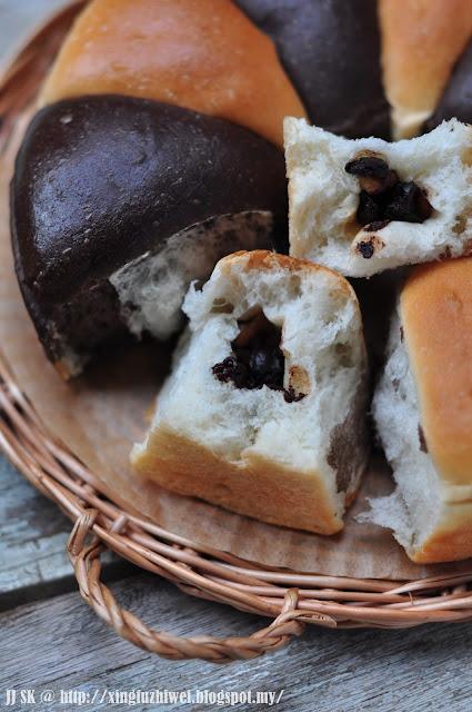 two tone kitchen table backsplash 爱厨房的幸福之味: 核桃葡萄干巧克力双色面包(低温发酵19小时) 一级棒的馅料!