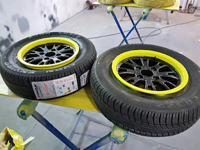 Caterham Apollo Wheels with Skoda Glitter black centres and Painted Sulfur Yellow Rim bands