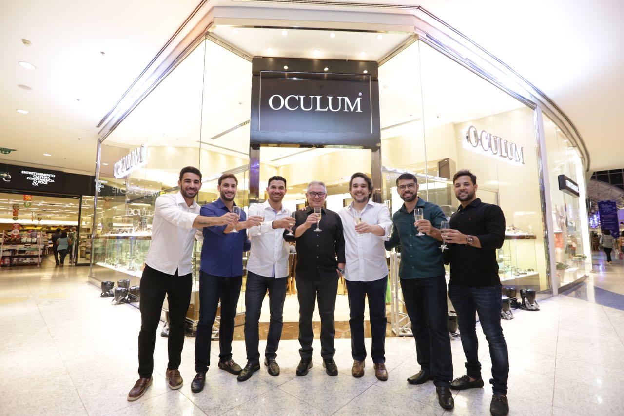 75cabd30cf4b0 Oculum Salvador faz investimento superior a 200 mil reais para agilizar  entrega de produto Com a chegada de equipamentos de corte de lentes e  aferição de ...