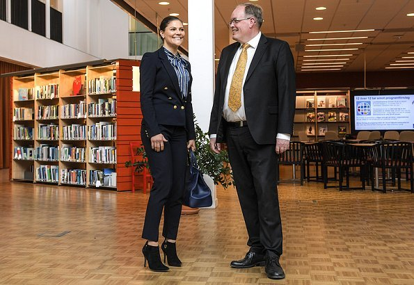 Crown Princess Victoria wore H&M Navy Blue Blazer Gold Buttons and Af Klingberg rakel suede nero boots and carried Longchamp large tote bag