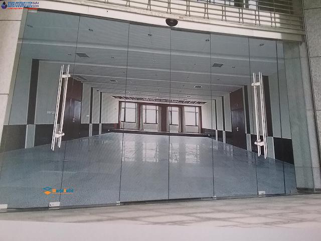 Không gian nhà đẹp đón tết với cửa kính cường lực