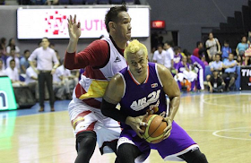 Road Warrior Asi Taulava schooled the youthful SMB starting center Junmar Fajardo