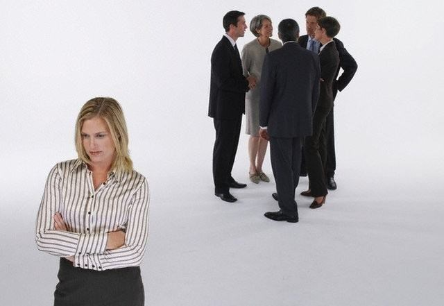 Estar fora das panelinhas pode indicar que você não é querido pelos colegas