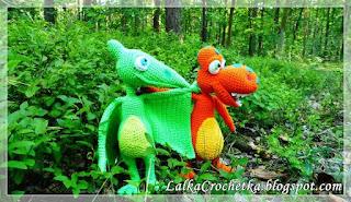 http://lalkacrochetka.blogspot.com/search/label/dinozaur%20przytulanka