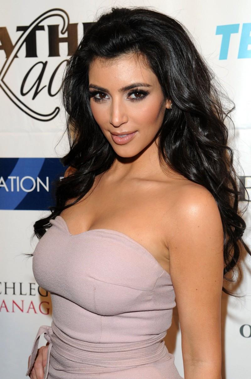 09a84846e1 Celebrity Photos and Gossip  Kim Kardashian Body Measurements Bra Size