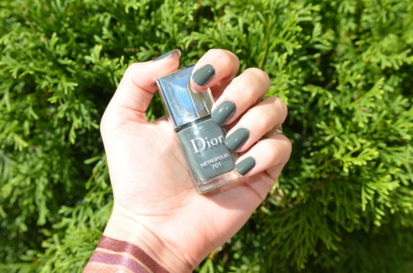 Dior fall 2015 swatches miroir darling blue metropolis for Collection miroir chanel