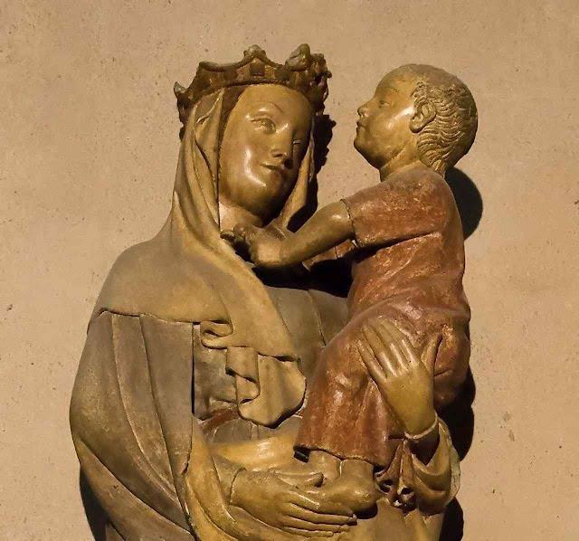 Vierge à l'oiseau, Riom, original no interior da igreja de Marthuret, Riom, Auvergne