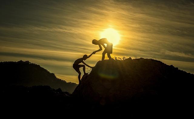 Freunde helfen sich gegenseitig