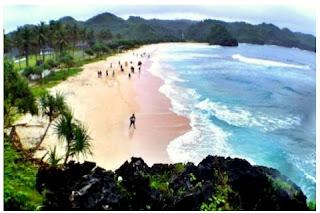 Pantai Yang Tak Boleh Kamu Lewatkan di Pacitan Indahnya Pantai Srau yang masih perawan nan menawan