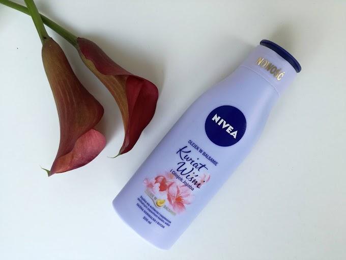 Olejek w balsamie NIVEA - Kwiat Wiśni i Olejek Jojoba