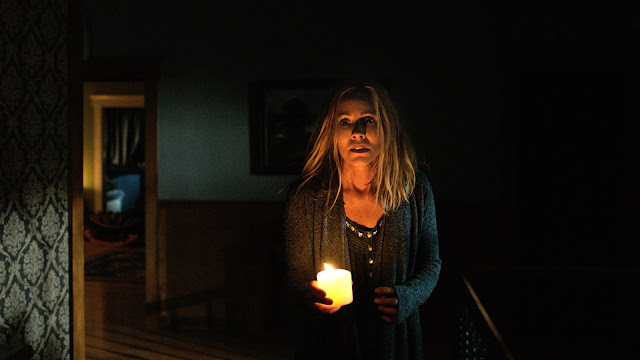 maria bello lights out movie still