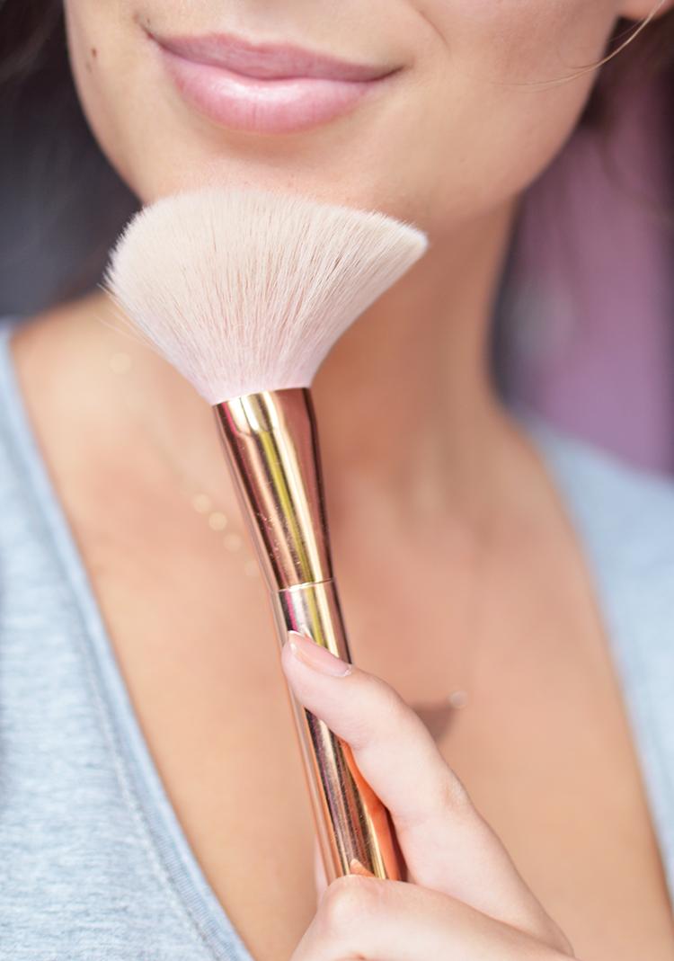 To całkowicie zmieni Twój makijaż, czyli dlaczego puder sypki, a nie prasowany - Czytaj więcej »