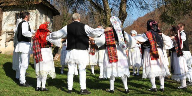 Tradicijska nošnja i nakit: Okolica Tuzle