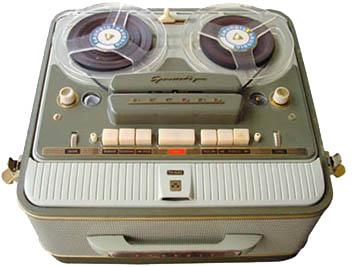http://3.bp.blogspot.com/-h9iXYAJfKzI/T7A8pbbntbI/AAAAAAAAAEg/H7wH3JrNLSM/s1600/old+tape+recorder+360px.jpg