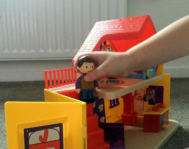 Justins House Playset Dolls