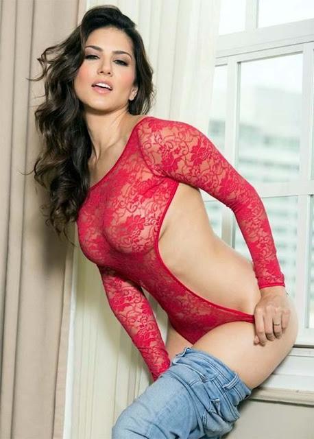 Sunny Leone flaunts her sexy legs