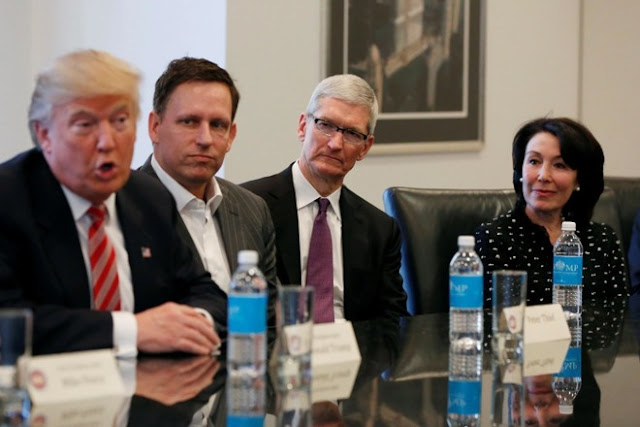 apple-ceo-tim-cook-with-donald-trump