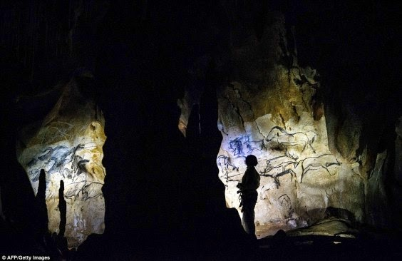 oldest-known cave paintings at chauvet cave