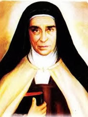 Santa Maravillas vestida de monja con un libro en la mano derecha
