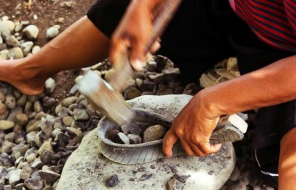 Tambahan Penghasilan dari Pemecah Batu