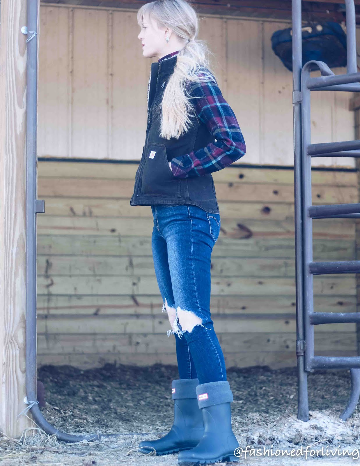womens carhartt vest outfit with jeans and rain boots
