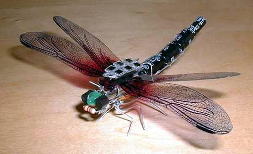 Robô minúsculo em formato de um inseto irá entrar nas casas e prédios para filmar tudo por dentro
